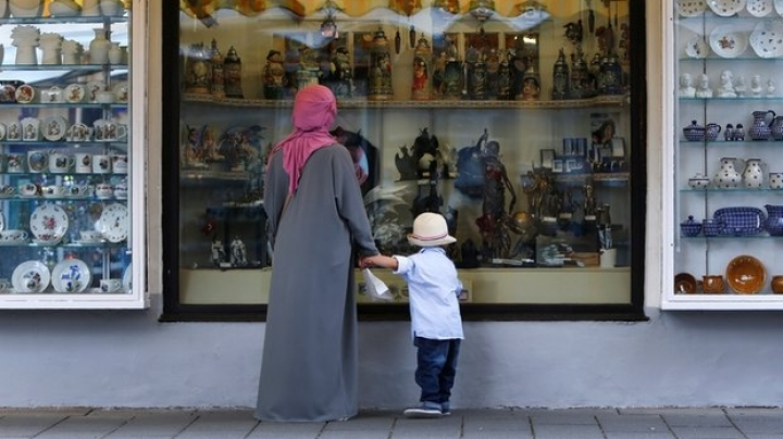 Germany will impose partial ban on face veils in specific circumstances