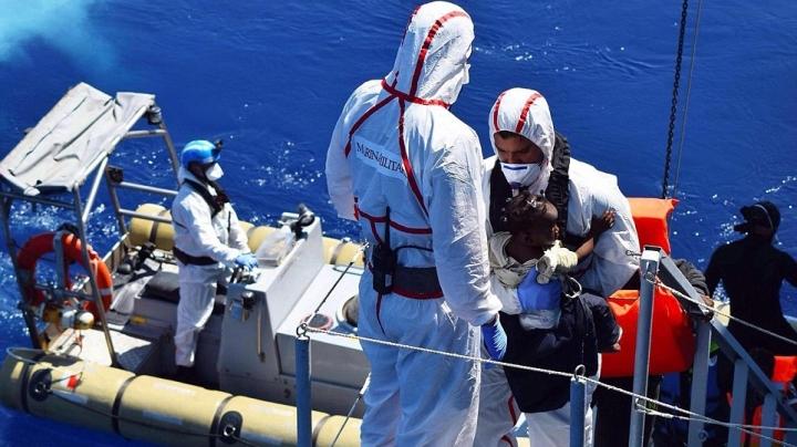 Migrant crisis: 460 arrive in Greece despite EU deal to block route from Turkey