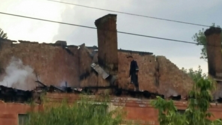Basarabeasca town fire: Block of flats engulfed in flames (Photos)