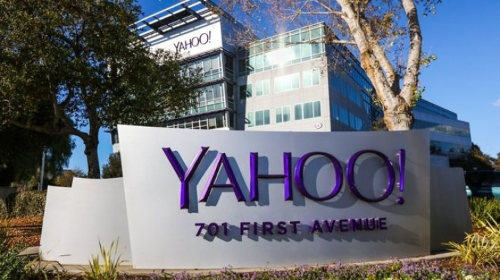 Yahoo probes possible huge data breach