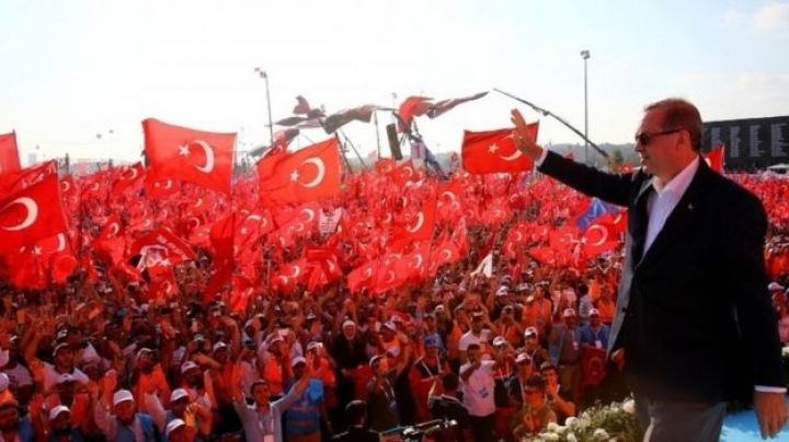 Erdogan approves return of death penalty at Istanbul rally