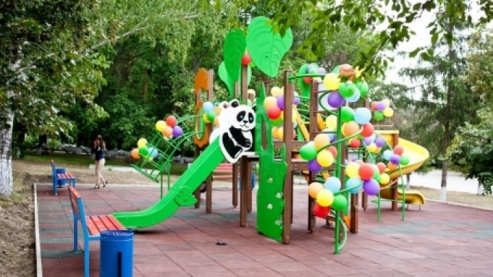 New playground in Cimislia. Edelweiss makes happier childhood