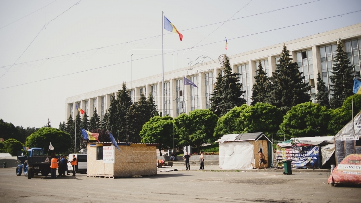 Chisinau residents are insistently requesting DA Platform protesters to dismantle their tents