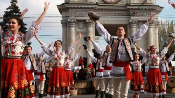 National Hora for Moldova's 25th Independence Day