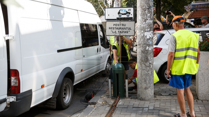 Chisinau authorities are dismantling parking barriers installed illegally in public zones