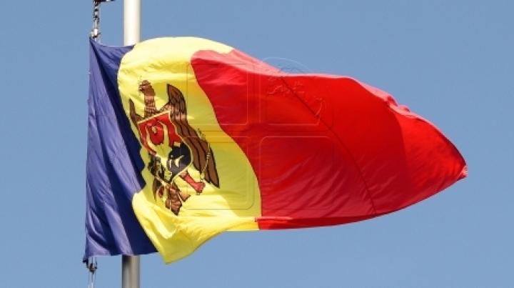 I AM MOLDOVA! First flag of Publika TV campaign, hoisted at Giurgiuleşti village
