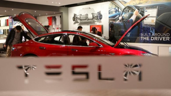 Tesla removes 'autopilot' from China website after Beijing crash