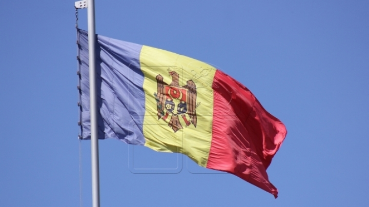 'I am Moldova' in Hâncești. Tricolor flag hoisted on Sovereignty Square