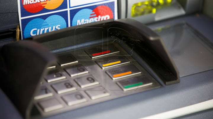 Credit cards: popular payment device used more and more by Moldovans