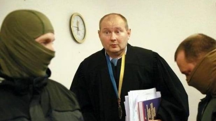 Kyiv anti-corruption squad nab judge with $150,000 bribe, KEPT IN GLASS JAR
