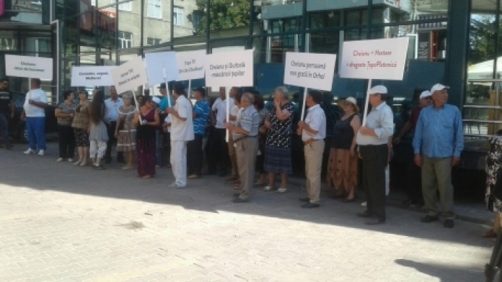 Orhei city residents protested in front of Jurnal TV