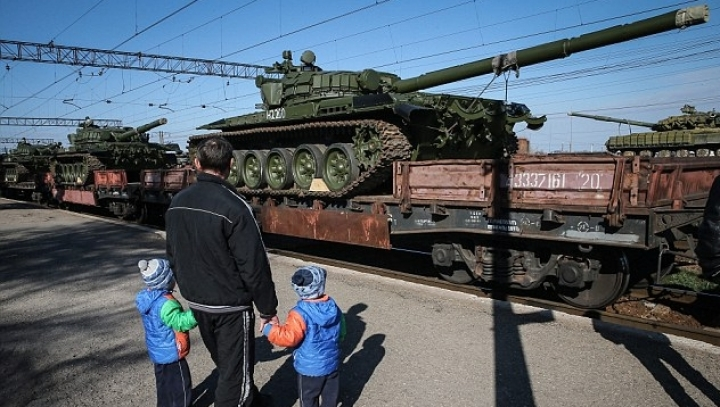 Ukrainian intelligence: Russia delivers tanks and ammunition to rebels in eastern Ukraine