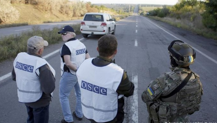 Kyiv says OSCE will install surveillance checkpoints at border with Russia