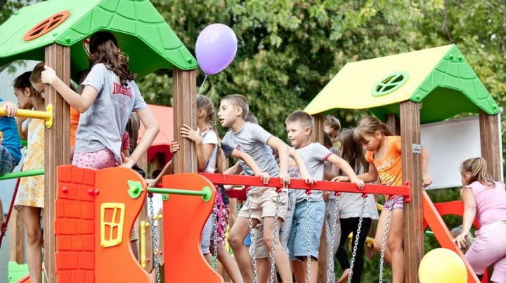 Edelweiss Parks: Two playgrounds were set up in Ciocana and Botanica sector