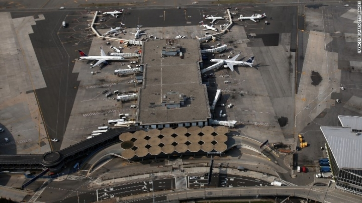 Ex-airline manager in U.S. accused of smuggling for Chinese military