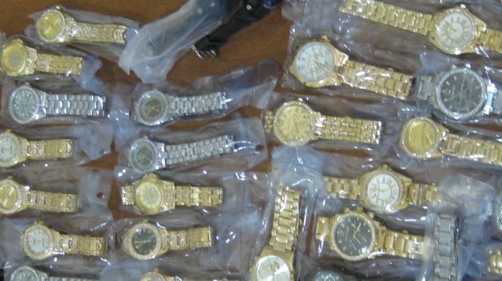 Customs officers found accessories of famous brands smuggled into Moldova