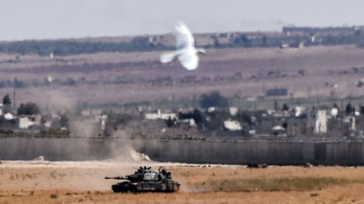 Syria war: IS loses control along Turkey border