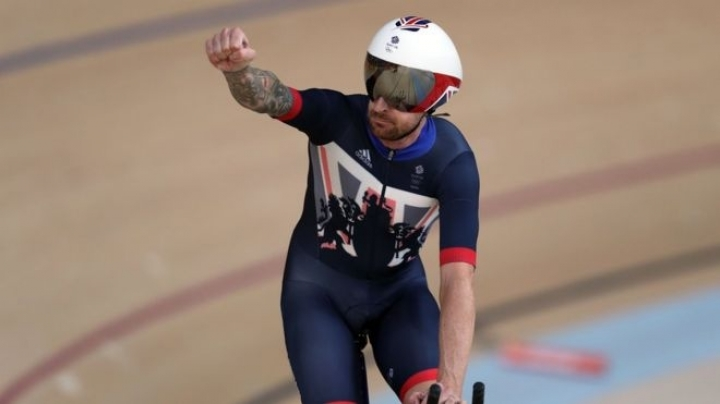 Medical records of cyclists Bradley Wiggins and Chris Froome leaked by hackers