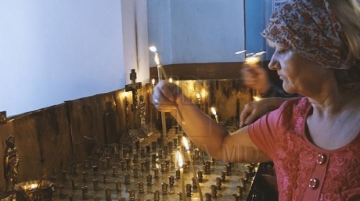 Orthodox Christians celebrate old style beheading of Saint John the Baptist