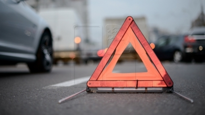 Man dies after being crushed by a car in Telenesti district