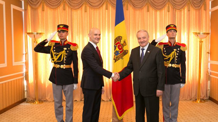 Moldovan president receives credentials from Latvia and Japan ambassadors