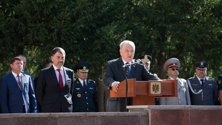 Moldovan president assists at 25th anniversary of National Army