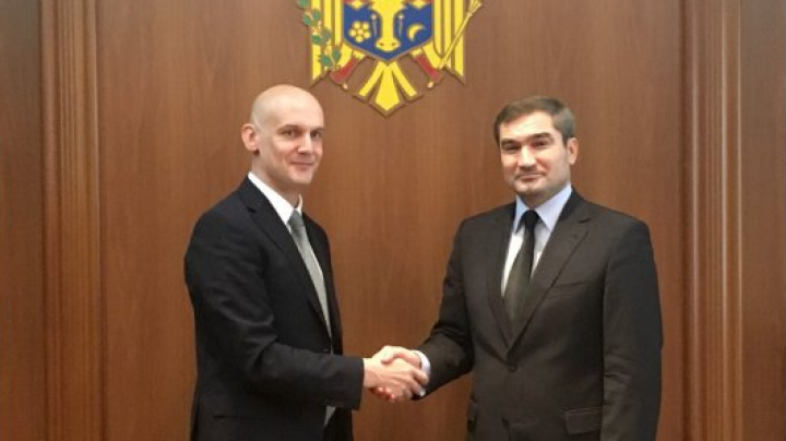 Latvian envoy presents copies of credentials