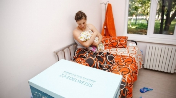 Edelweiss gives newborn kits to 40 mothers in New Life campaign