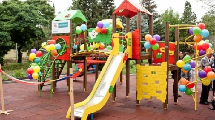 Edelweiss makes childhood more beautiful! New playground set up in Rezina town