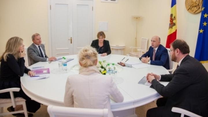 Premier Minister Pavel Filip met representatives of Rothschild Bank