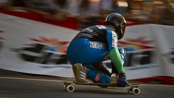 NO COMMENT: American skateboarder breaks speed record on downhill skateboarding