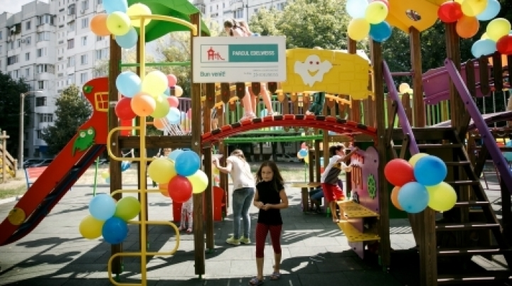 Great joy for Floresti town children. New playground build by Edelweiss campaign
