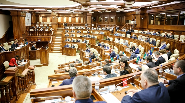 Parliament has a meeting in which is presented Government's responsibility in front of Legislative