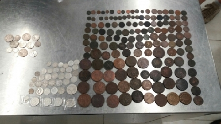 Foreigner tries to smuggle old coins from Moldova