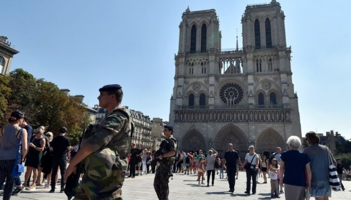 Foiled attack. Police arrest woman suspected of planning attack near Notre Dame Cathedral in Paris