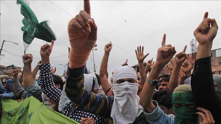400 protesters got hurt during visit of Indian delegation in Kashmir