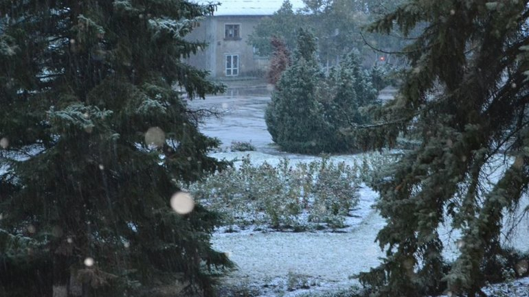 Weather: Snowing in north of country