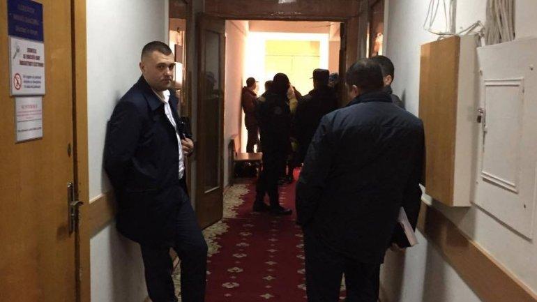 Anticorruption prosecutors have issued warrant arrest for 2 patrolling inspectors