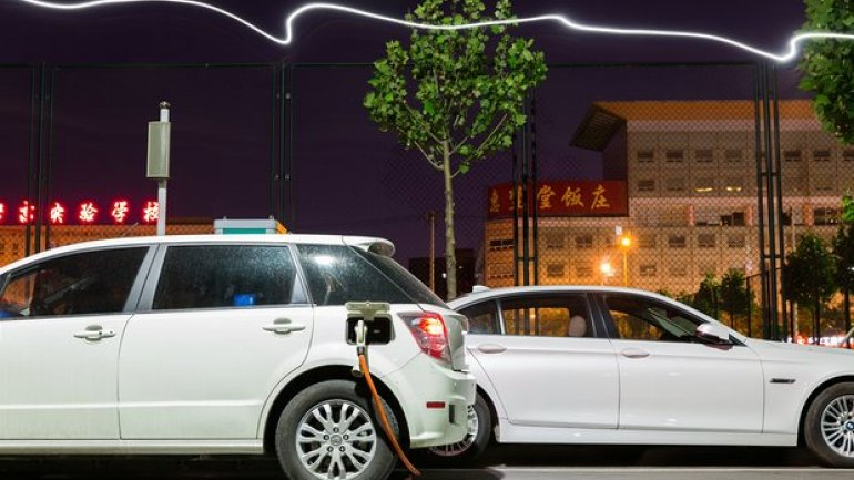 Electric cars set to pass 2m landmark globally by end of 2016