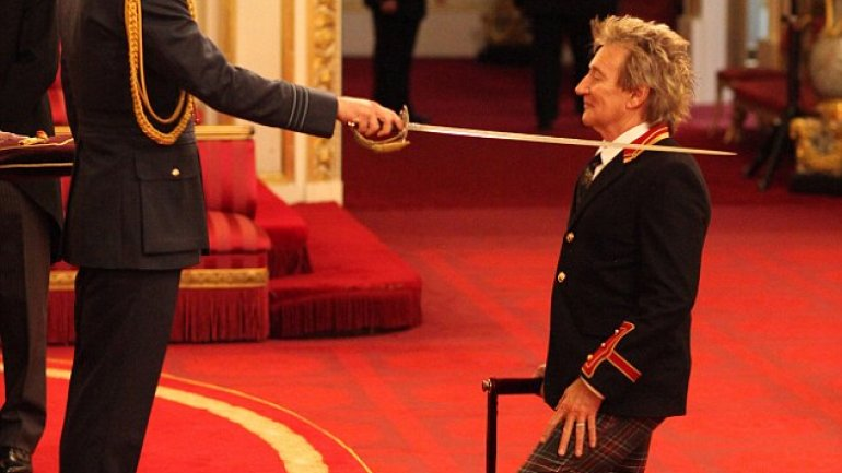 Rocker Rod Stewart receives Knighthood from Prince William for services to music and charity