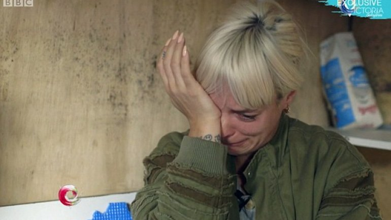 Lily Allen apologises 'on behalf of country' after breaking down in tears during visit to Jungle in Calais