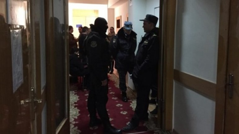Magistrates' decision in case of patrolling inspectors detained for bribery