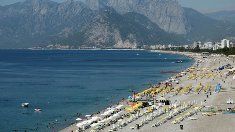 Turkey holiday resort Antalya hit by rockets - reports
