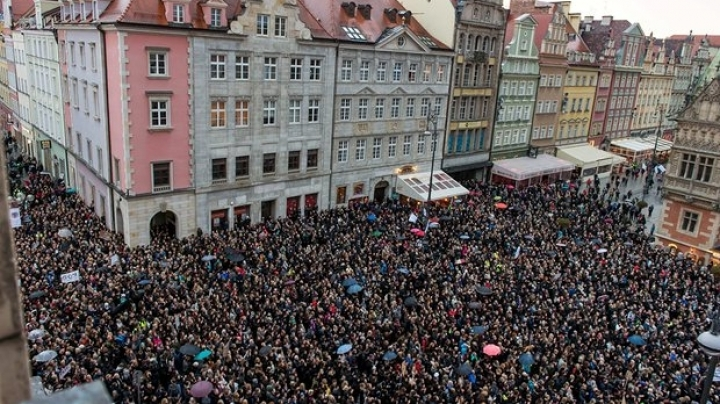 Proposal on ban abortion in Poland collapses after mass protests