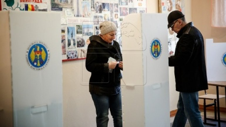 Moldovans ready to vote again: Citizens' expectations from the second presidential election