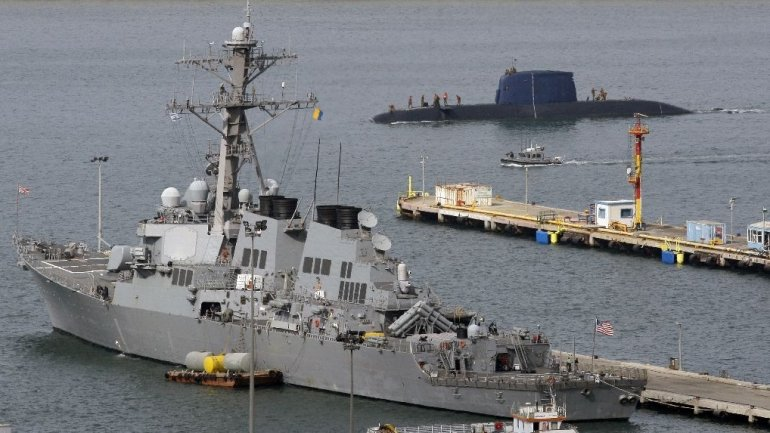 U.S. destroyer passes near islands claimed by China in South China Sea
