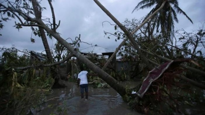 Hurricane Matthew hits Florida as Haiti death toll rises