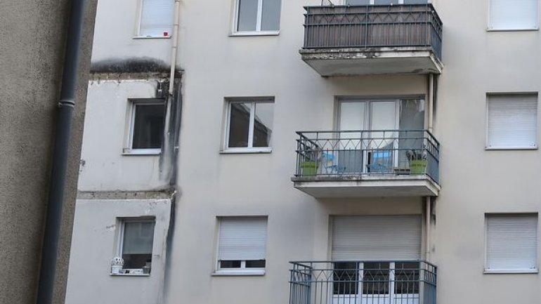 Four killed after balcony collapses during party in western France