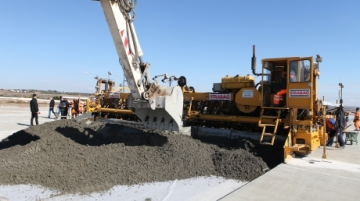 Reconstruction of Airport's landing runway is being finalized (Photos)