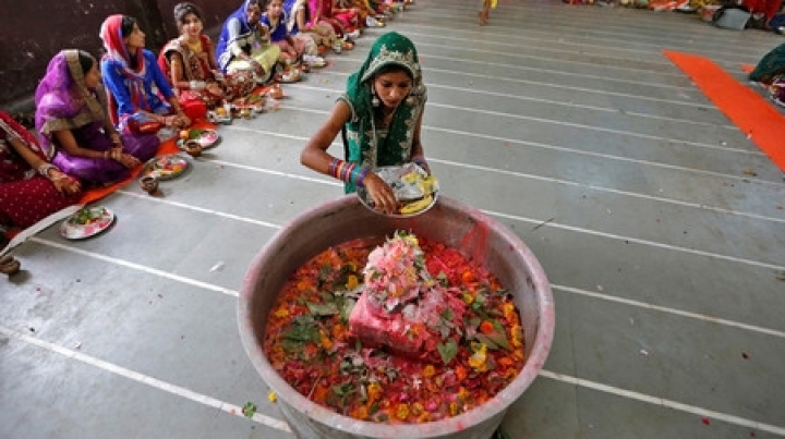 Death of fasting girl causes outrage in India